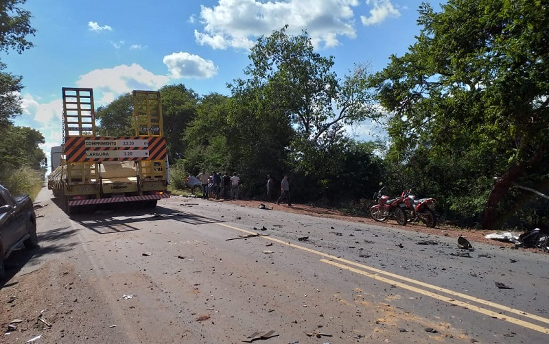 Empresário morre e cantor fica ferido em grave acidente no sul do Piauí