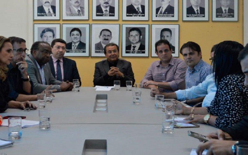 Prefeito de José de Freitas se reúne com presidente do FNDE