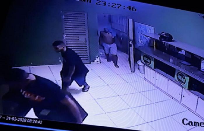 Cinco assaltantes invadem lanchonete e rendem funcionários em Teresina