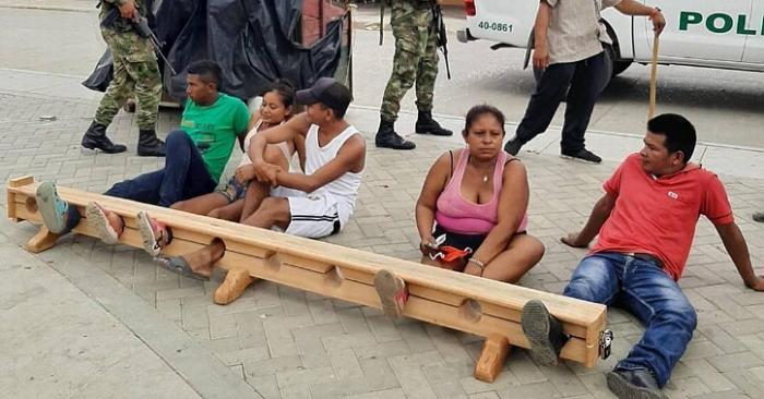 Cidadãos são presos pelos pés  por desrespeitar quarentena
