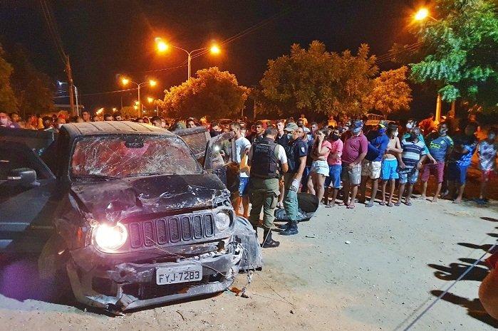 Dois homens são executados dentro de carro de luxo durante perseguição na BR-316