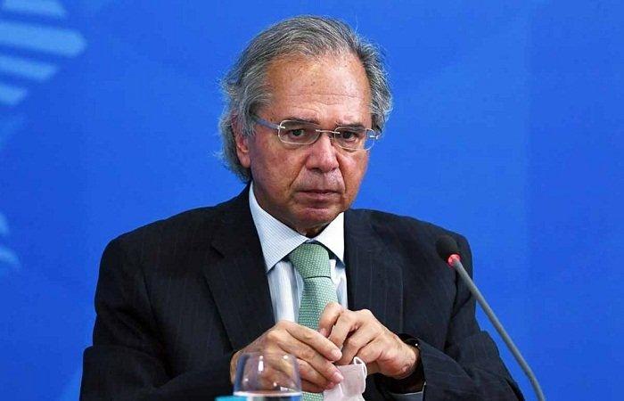 Guedes diz que Bolsa Família permanecerá se governo não conseguir financiar Renda Cidadã