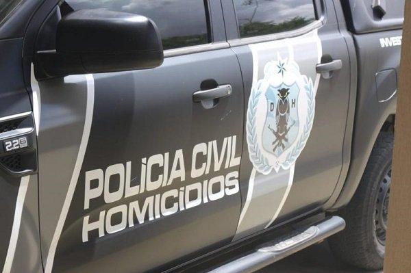 Homem é assassinado a facadas na porta de casa em Teresina; enteado é suspeito do crime
