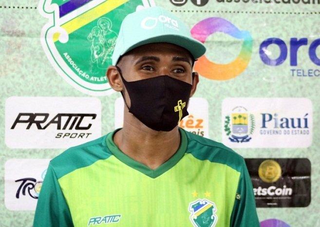 Jogador campomaiorense testa positivo para a Covid-19 e desfalca Altos contra Bahia