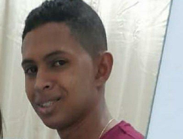 Jovem morre após colidir moto com poste em União