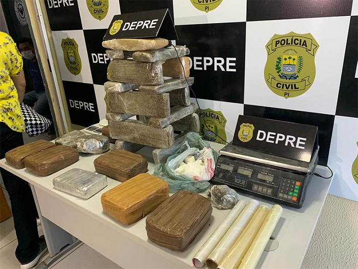 Polícia encontra droga avaliada em 450 mil e prende dois suspeitos