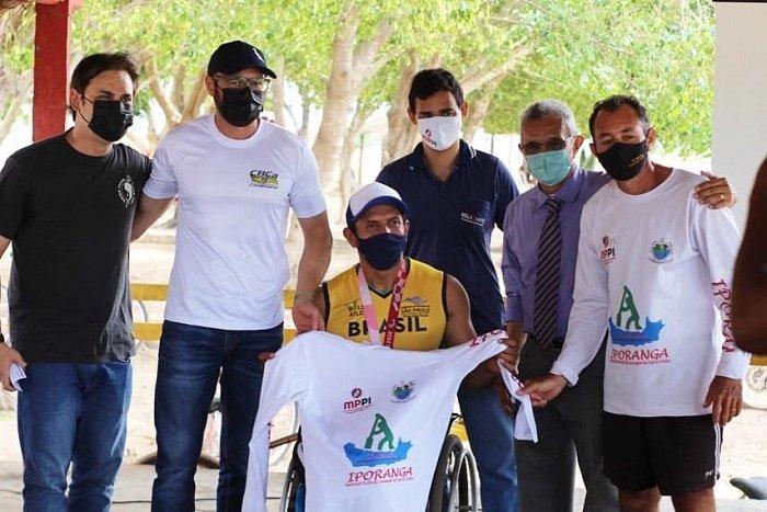 Piauiense Luis Carlos inspira alunos do projeto de canoagem em José de Freitas